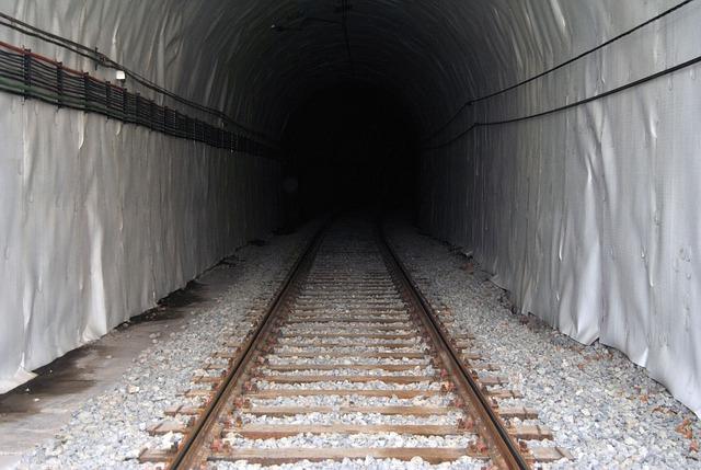 tunel, vlak, železnice
