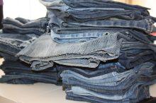 starý textil, kontejnery, recyklace, oblečení, obuv